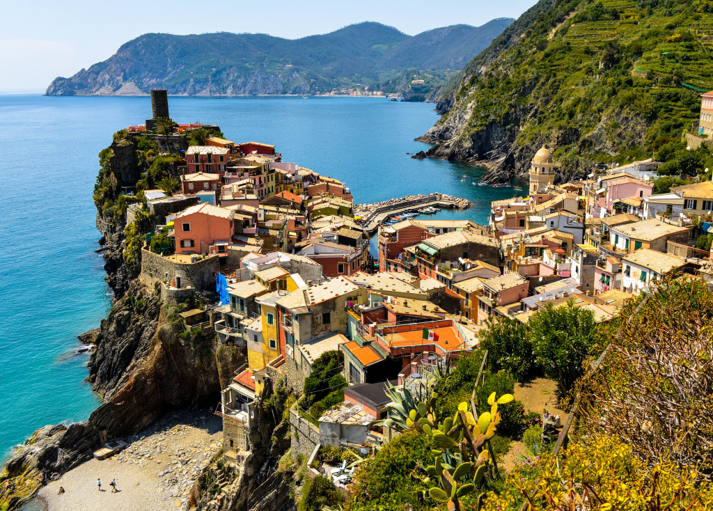 vernazza, Cinque Terre Trek, A hiking day trip along the Italian Riviera, Walkabout florence tour,