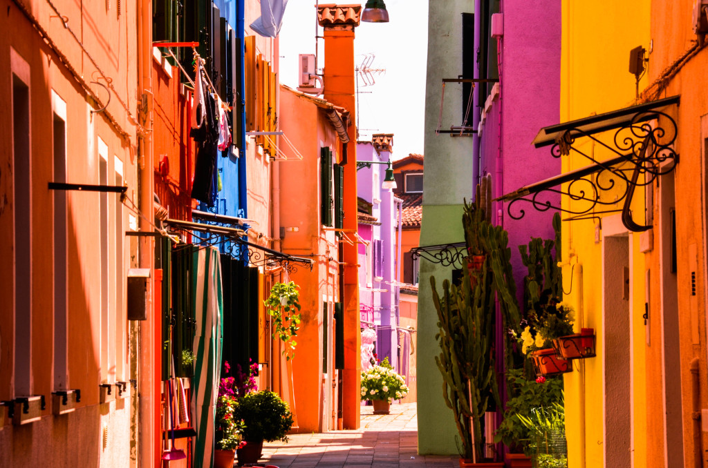 48 hours in venice, burano island, colorful houses, confused dasher, italy