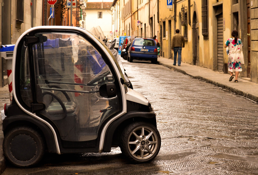 florence street photography, italy, electronic cars