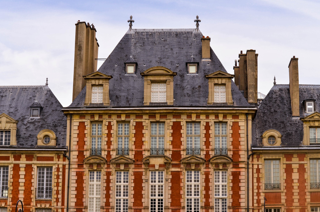 place des vosges, le marais, confused dasher, recommended restaurant in le marais paris, 5 day itinerary in paris, morning in le marais, farmer market